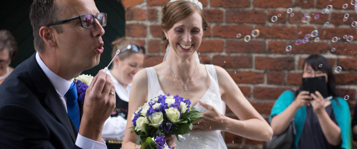 Tine og Allans bryllup - sæbebobler